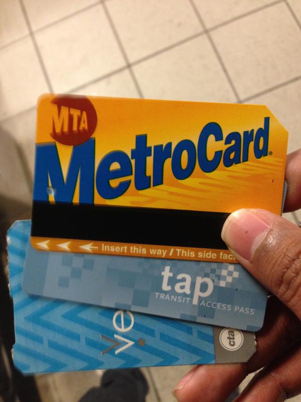 MTA Metro Card paling atas. Di bawahnya ada TAP dari LA dan Ventra dari Chicago.